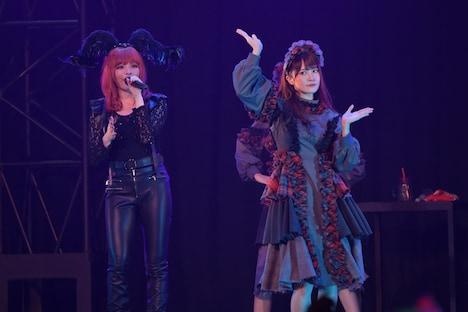 きゃりーぱみゅぱみゅ(左)とけやき坂46・加藤史帆(右)。