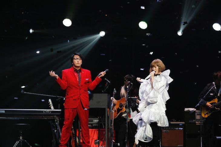 左から岡村靖幸、YUKI。(撮影:川田洋司)