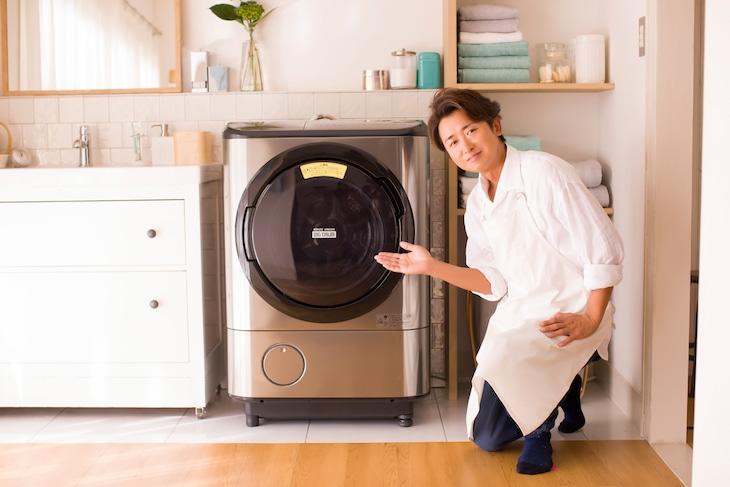 大野智(嵐)と日立のドラム式洗濯乾燥機「ビッグドラム」。