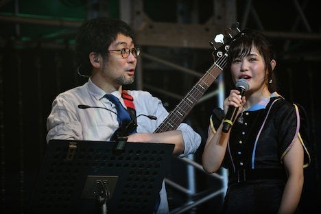Nao☆(右)の不毛なインタビューに目を丸くする千ヶ崎学(左)。