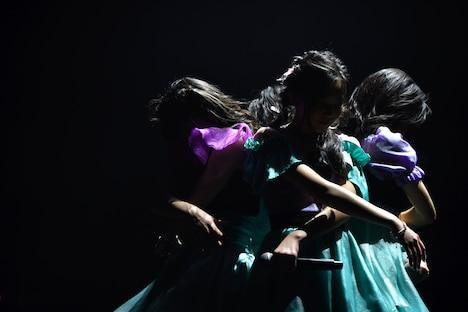 「water lily ~睡蓮~」を披露する東京女子流。