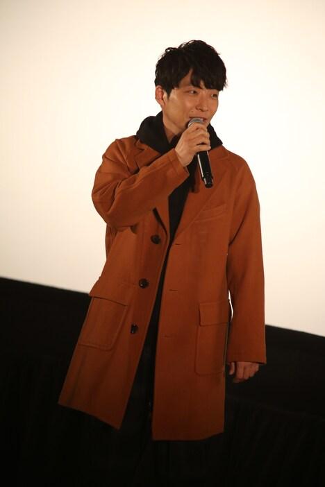 プライベート旅行中に「『POP VIRUS』プレミア試聴会」の北海道・札幌シネマフロンティア会場に登場した星野源。(撮影:谷古宇愛)