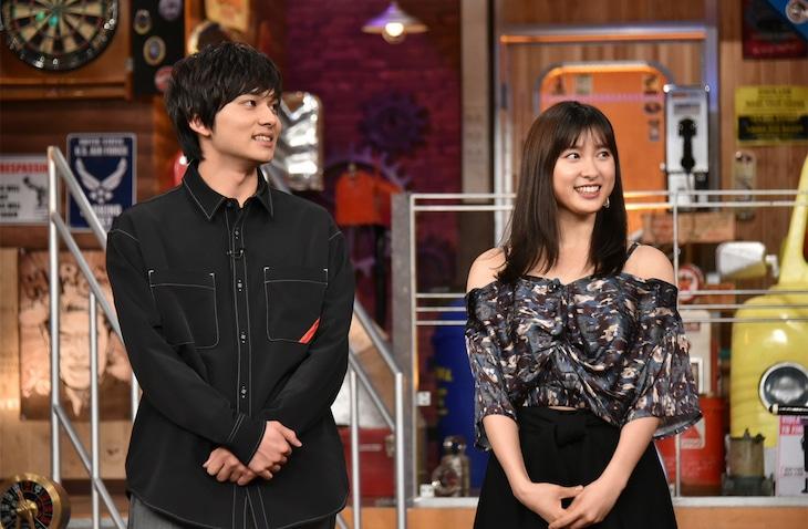 左から北村匠海(DISH//)、土屋太鳳。(c)日本テレビ
