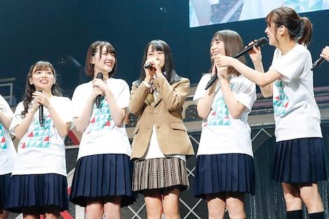 左から齊藤京子、佐々木美玲、上村ひなの、小坂菜緒、佐々木久美。(撮影:上山陽介)