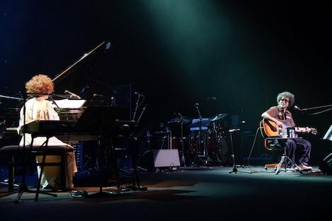 左から矢野顕子、奥田民生。(Photo by Susie)