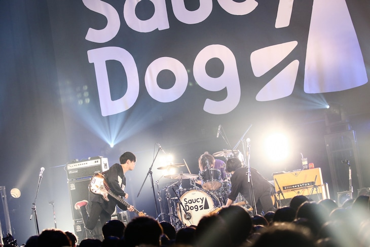 Saucy Dog「ワンダフルツアー2018」ワンマンツアー編最終公演の様子。(撮影:白石達也)