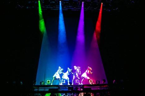 「colors」を披露するTEAM SHACHI。