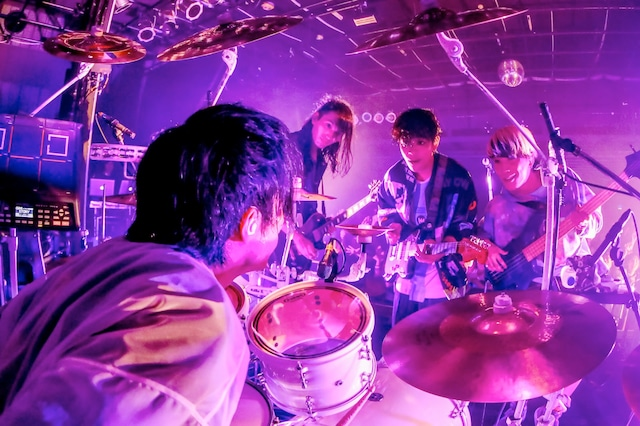 「Kisses and Kills Tour 2018」で撮影したTHE ORAL CIGARETTES。(写真提供:Viola Kam)