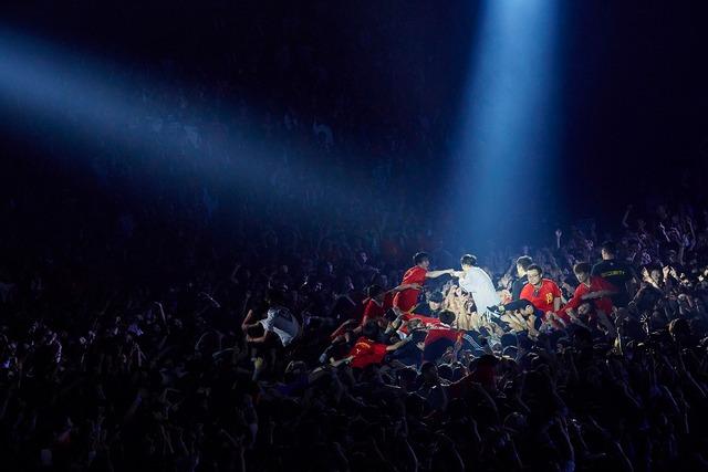 UVERworld「UVERworld ARENA TOUR 2018 TAKUYA∞生誕祭・男祭り」の様子。(撮影:鳥居洋介)