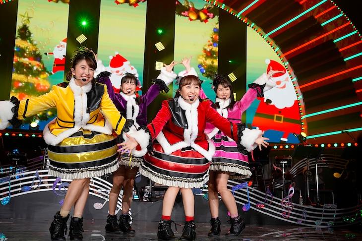 ももいろクローバーZ「ももいろクリスマス2018 DIAMOND PHILHARMONY -The Real Deal-」12月25日公演の様子。(Photo by HAJIME KAMIIISAKA+Z)