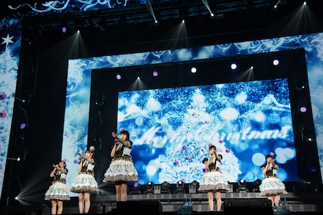 私立恵比寿中学「クリスマス大学芸会2018~スペシャルロイヤルケーキ~」の様子。