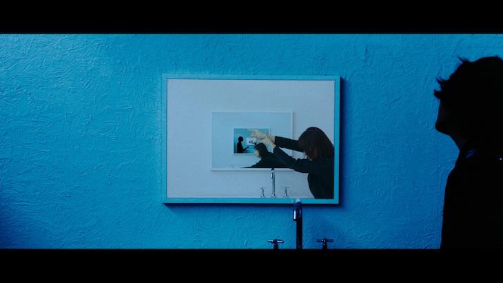 須田景凪「パレイドリア」ミュージックビデオのワンシーン。