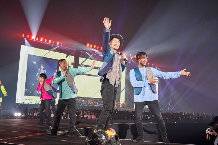 「ナオト・インティライミ ドーム公演2018~4万人でオマットゥリ!年の瀬、みんなで、しゃっちほこ!@ナゴヤドーム~」の様子。(撮影:新澤和久)