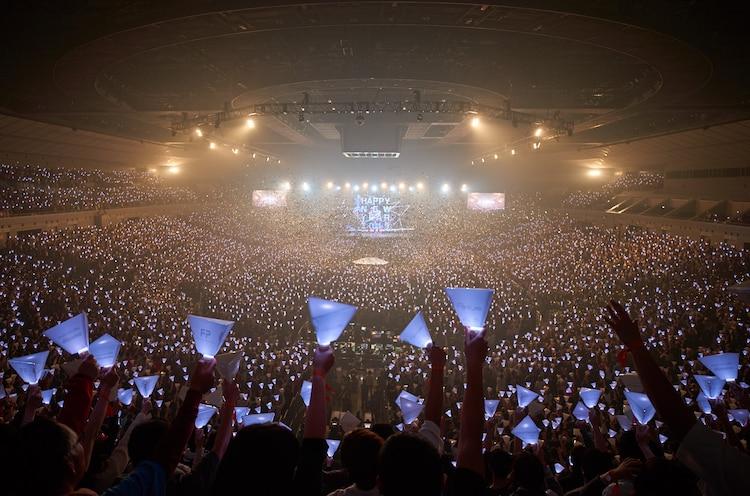 神奈川・横浜アリーナで行われたPerfumeのカウントダウンライブの様子。(写真提供:FUTURE-EXPERIMENT VOL.04 その瞬間を共有せよ。」)
