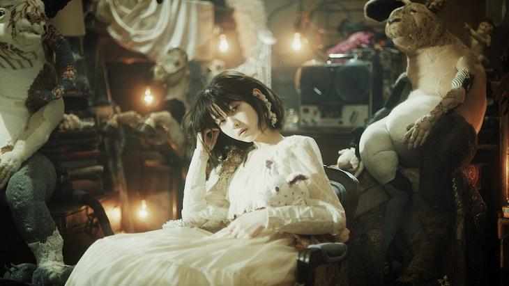 Aimer「I beg you」MVのワンシーン。