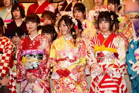 左から荻野由佳(NGT48チームNIII)、込山榛香(AKB48チームK)、朝長美桜(HKT48チームKIV)。