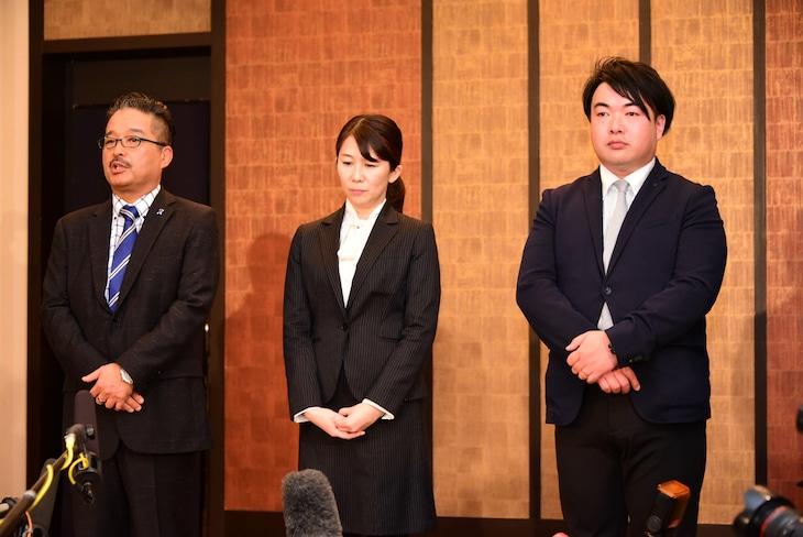 左から株式会社AKS運営責任者の松村匠氏、NGT48新支配人の早川麻依子氏、NGT48新副支配人の岡田剛氏。