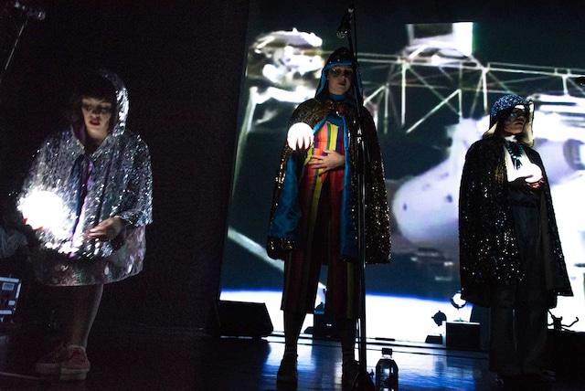 左からB、ルビー、ソウル(Dance, Cho / Superorganism)。(Photo by Ryota Mori)