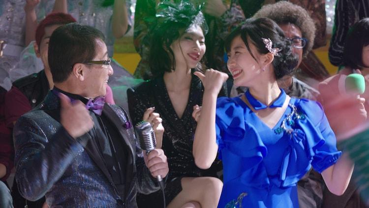DA PUMP&スーモのパフォーマンスで盛り上がる赤坂泰彦と小倉優香。