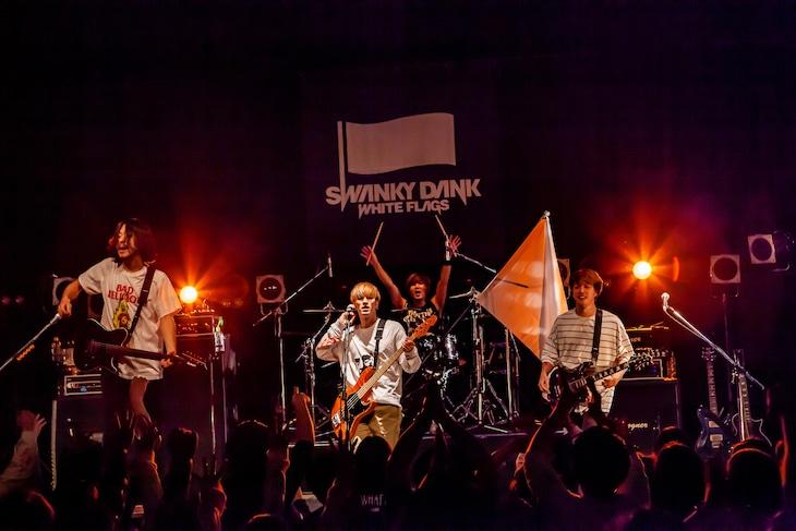 SWANKY DANK「WHITE FLAGS TOUR 2018~2019」東京・TSUTAYA O-WEST公演の様子。(Photo by TAKASHI KONUMA)