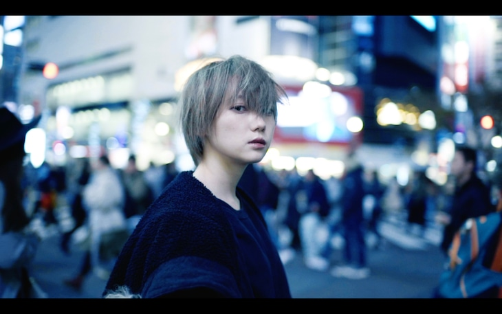 AA=「SAW」ミュージックビデオのワンシーン。