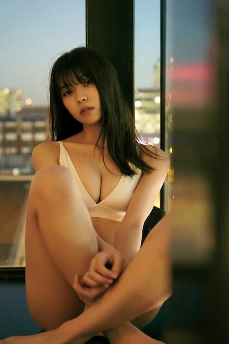 欅坂46小林由依1st写真集(タイトル未定)より。