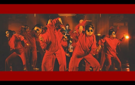 フレデリック「逃避行」ミュージックビデオのワンシーン。