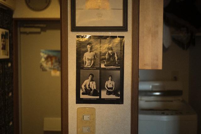 SITEの部屋に貼られたTHE BLUE HEARTSの写真。