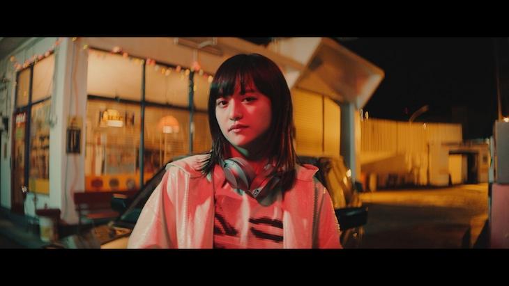 iri「Wonderland」ミュージックビデオのワンシーン。