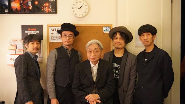 2月23日の台湾公演時の細野晴臣(中央)。