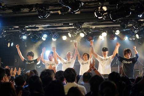 三上ちさことバンドメンバー。(撮影:Hiro Sato)