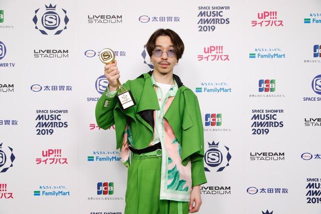 BEST BREAK THROUGH ARTISTを受賞したNulbarich。