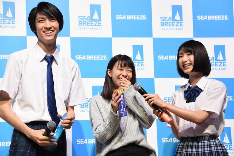 マッチングした高校生に話しかける古川毅(SUPER★DRAGON)と池間夏海。