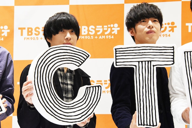 左から尾崎世界観(クリープハイプ)、DJ 松永(Creepy Nuts)。