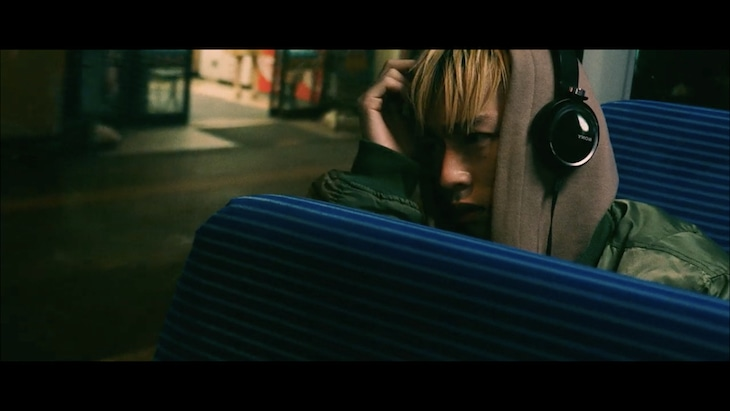 Kvi Baba「Planted in Problem」ミュージックビデオのワンシーン。