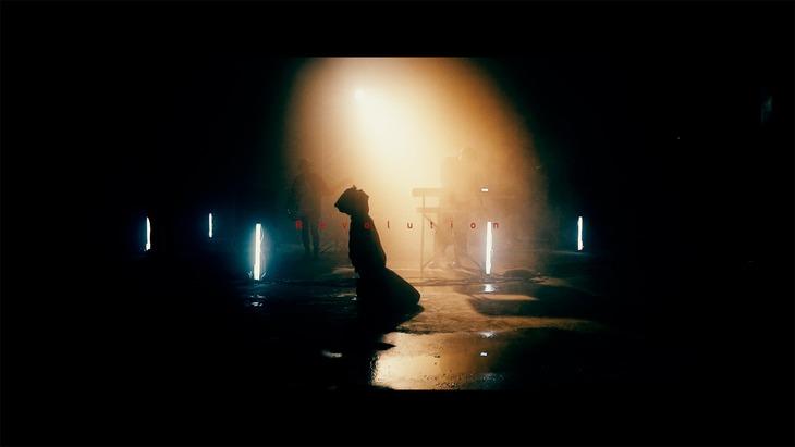 MOP of HEAD「Revolution」MVのワンシーン。