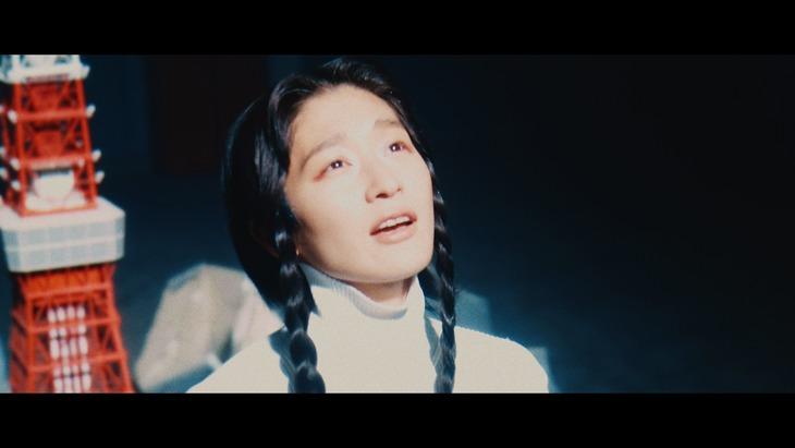 水曜日のカンパネラ&yahyel「生きろ。」ミュージックビデオより。