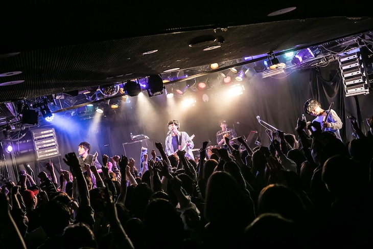 """the quiet room「TOUR 2019""""熱狂のゆくえと新しい日々のはじまり""""」3月31日公演の様子。(撮影:中山優司)"""