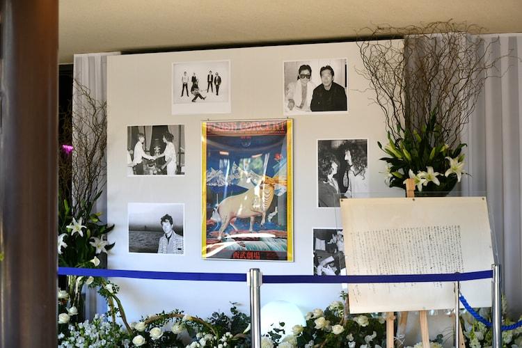 「内田裕也Rock'n Roll葬」会場入口の展示。