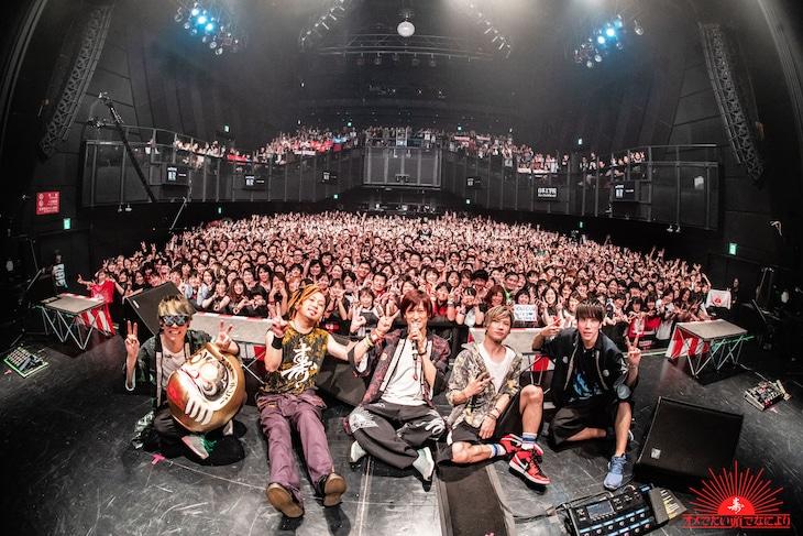 """オメでたい頭でなにより「オメでたい頭でなにより""""1""""マンツアー ~今 いくね くるね~」東京公演の様子。"""