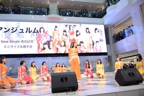 アンジュルム「恋はアッチャアッチャ / 夢見た 15年」発売記念イベントの様子。