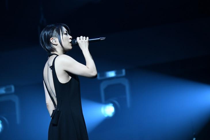 宇多田ヒカル「Hikaru Utada Laughter in the Dark Tour 2018」の様子。(撮影:岸田哲平)