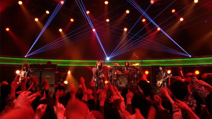 THE YELLOW MONKEYのスタジオライブの様子。