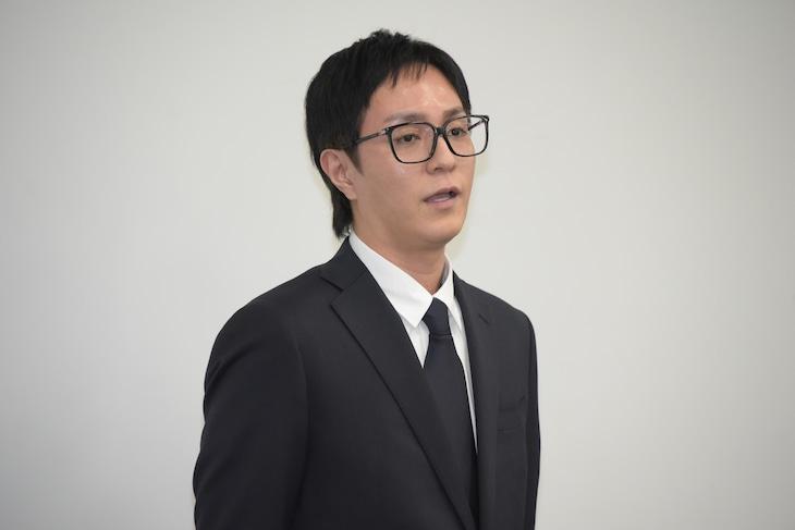 今年4月の謝罪会見時の浦田直也(AAA)。