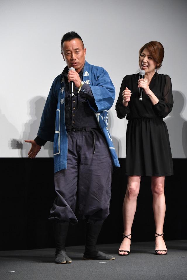 左から長渕剛、飯島直子。
