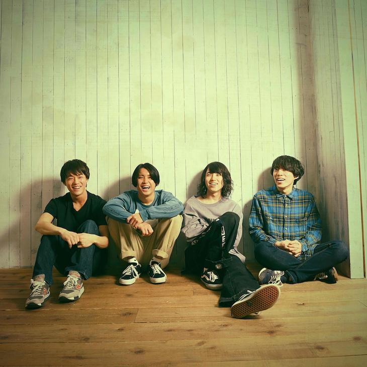 KOTORIの新しいアーティスト写真。右から2番目が細川千弘(Dr)。