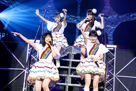 """ロッカジャポニカ「ROCK A JAPONICA """"FRONTIER"""" LIVE ~中野サンプラザ 平成最後のアイドルコンサート~」の様子。"""