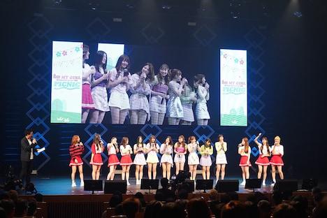 「OH MY GIRL JAPAN OFFICIAL FANCLUB 1st ファンミーティングツアー2019 ~PICNIC~」東京・なかのZERO 大ホール公演の様子。(写真提供:アリオラジャパン)