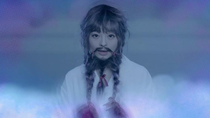 きゃりーぱみゅぱみゅ「きみがいいねくれたら」ミュージックビデオのワンシーン。