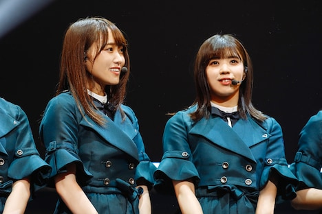 左から菅井友香、小林由依。(撮影:上山陽介)